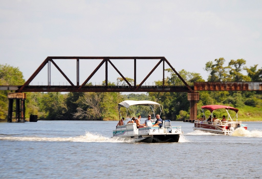 pontoon boats on river, pontoon living, easy life tips